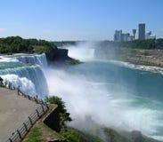 Niagara Falls met Canada op achtergrond Stock Afbeelding
