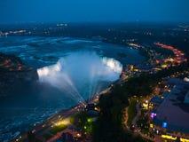 Niagara Falls nachts Stockfoto