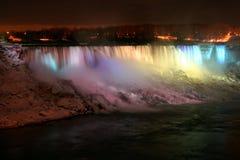 Niagara Falls nachts mit Leuchten stockbild