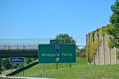 Niagara Falls, New York Exit Sign. Welcome to Niagara Falls New York.  Exit signs help millions of visitors reach New York State Parks easier Royalty Free Stock Images