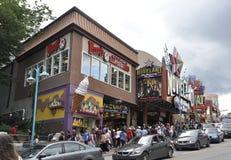 Niagara Falls, o 24 de junho: Clifton Hill Entertainment Area de Niagara Falls na província de Ontário de Canadá fotografia de stock