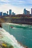 Niagara Falls och färja i Niagara River Royaltyfri Fotografi