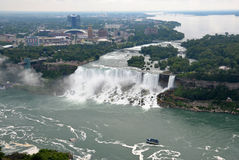 Niagara Falls och hembiträde av misten Arkivfoton