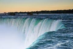 Niagara Falls på solnedgången Royaltyfria Bilder