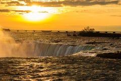 Niagara Falls på solnedgången Royaltyfri Foto