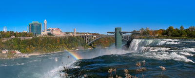 Niagara falls and Rainbow Bridge, view from American side Royalty Free Stock Photos