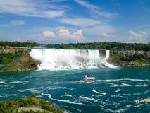 Niagara Falls sikt från Kanada Arkivbild