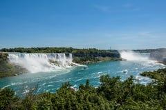 Niagara Falls, sikt från regnbågebron på gränsen av Kanada och Förenta staterna Arkivfoton