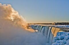 Niagara Falls - soluppgång Arkivfoto