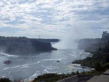 Niagara Falls som ses från staden av Niagara Falls, Kanada Fotografering för Bildbyråer
