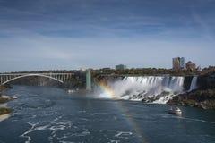 Niagara Falls vattenfallsikt med regnbågen royaltyfri foto