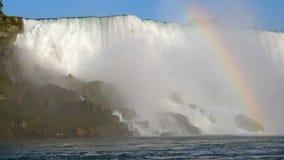Niagara Falls Water die rotsen raken Regenboog stock video
