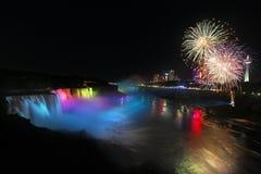 Niagara Falls y fuegos artificiales Imagen de archivo