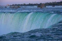 Niagara- Fallsabschluß herauf Ansicht stockfotografie