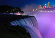 Niagara- Fallsnachtzeitprofilansicht Stockbilder