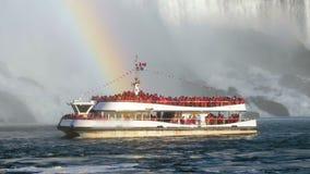 Niagara- Fallstouristenboot Regenbogen stock video