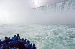 Niagara hästskonedgångar och hembiträdet av misten Arkivfoton