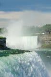 Niagara-Hufeisen-Fälle und Mädchen des Nebels Lizenzfreie Stockbilder