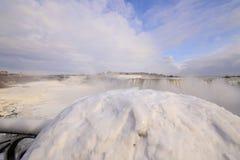 Niagara im Winter lizenzfreie stockbilder