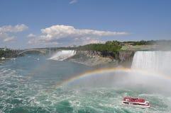 Niagara nedgång med raibow Fotografering för Bildbyråer