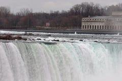 Niagara puissant et cascade étonnante images stock