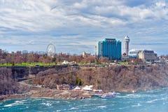 Niagara River och Cityscape i Ontario nära Niagara Falls Fotografering för Bildbyråer