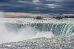 Niagara spada od kanadyjskiej strony Zdjęcia Royalty Free