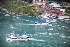 Niagara Spada, usa †'Sierpień 29, 2018: Amerykański i kanadyjczyk fe fotografia royalty free