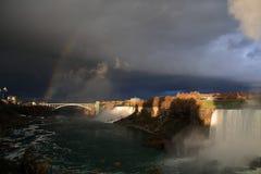 Niagara vóór het onweer Stock Fotografie