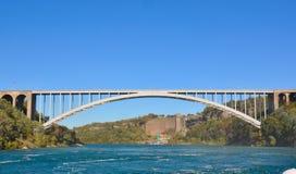 Niagara valt Internationale Regenboogbrug Royalty-vrije Stock Foto