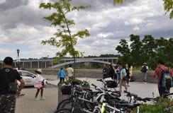 Niagara valt, 24 Juni: Regenboogbrug van Niagara-Dalingen van de Provincie van Ontario van Canada Stock Foto's