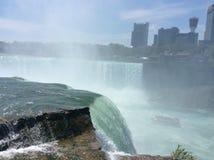 Niagara valt waterdaling stock afbeelding