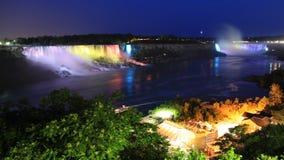 Niagaradalingen bij nacht worden verlicht die Stock Afbeelding