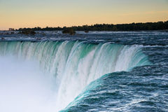 Niagaradalingen bij zonsondergang Royalty-vrije Stock Afbeeldingen