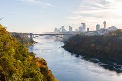 Niagaradalingen in de herfst, de V.S. royalty-vrije stock fotografie