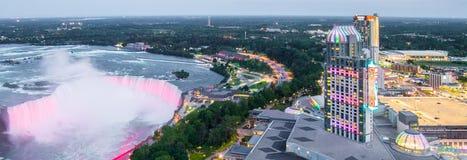 Niagaradalingen en Fallsview-Casino Niagaradalingen,  canada royalty-vrije stock foto's