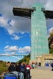 Niagaradalingen, en Meisje van de Misttoren Royalty-vrije Stock Foto