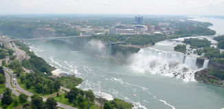 Niagaradalingen en Regenboogbrug Stock Afbeeldingen
