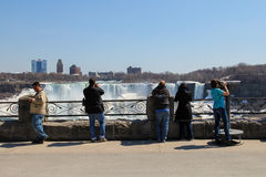 Niagaradalingen en Toeristen Stock Afbeelding