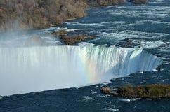 Niagaras Andeutung eines Regenbogens Stockfotos