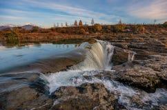 Niagarawaterval op de rivier Cijevna dichtbij Podgorica, Montenegro stock afbeelding