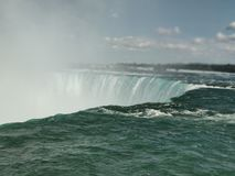 Niagra tombe c?t? canadien photo stock