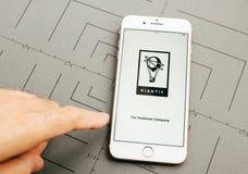 Niantic在iPhone 7的Pokemon Company加上应用sof 免版税库存图片