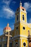 Nicaragua, opinión sobre la catedral en Granada Foto de archivo