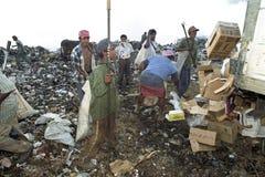 Nicaraguans pracuje w śmieciarskim usypie, Managua Obrazy Royalty Free