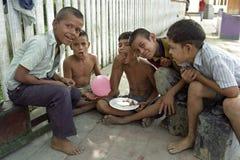 Nicaraguanska unga shoeblacks för gruppstående royaltyfri bild