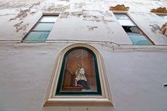 Nicchia met altaren in de stegen van het historische centrum van Schaafwond stock fotografie