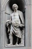 Niccola Pisano nas ameias da colunata de Uffizi, Florença Fotos de Stock