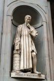 Niccolo Machiavelli staty i borggården av Uffizien Galler Royaltyfria Bilder