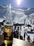 A nice cold beer after skiing Royalty Free Stock Photography